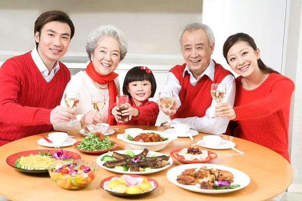 Kết quả hình ảnh cho ăn cơm cùng gia đình